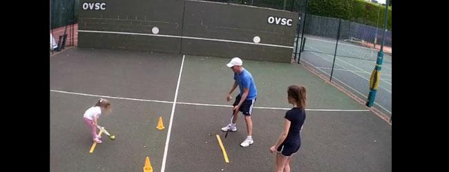 Enseñando tenis a niños de 3 años